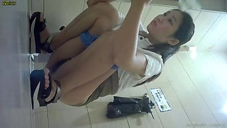 china girl go toilet 03