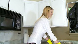 Blond housewife Robbye Bentley gives a blowjob and gets her slit rammed