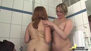 Threesome in the bathroom
