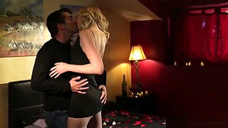 Blonde Chick Gets Romantic Pussy Licking In Bedroom