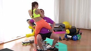 Fit Brunette Teen Bangs Guy In The Gym