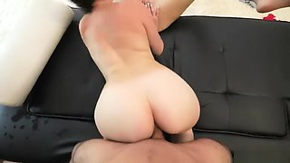 HOT Babes aggressive pussy eating makes this girl squirt