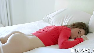 Teen babe sucks a dick and gets slammed in HD