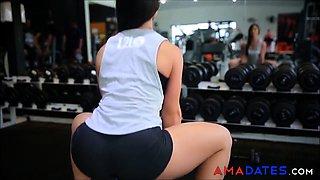Gostosa malhando - Sexy girl at the GYM