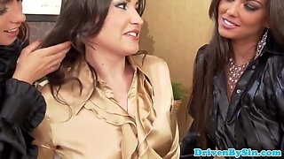 Glamour lesbians lick pussy and analfinger