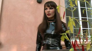 Sexy mistress in latex outfit gets her sweet pussy expertly eaten out
