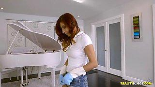 jade jantzen scrubbing the floor and shaking her sexy butt