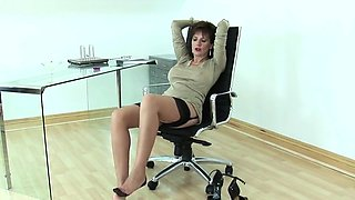 Cheating uk milf lady sonia displays her monster tits