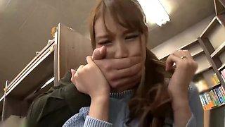 AP 457 Choi gai xinh trong thu vien
