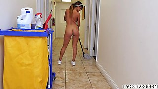 naked 18 yo latina sophia leone took the job to make some extra cash