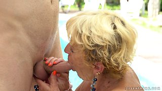 Deep pussy stuffing for an experienced mentor by the pool