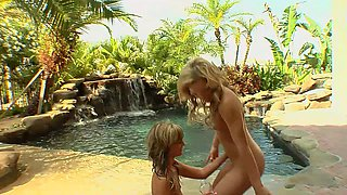 Exotic lesbian sex outdoors with wet and stunning Britney Pierce