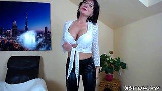 cougar amateur babe