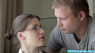 Innocent spex teen gives an amazing blowjob