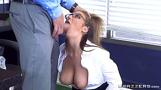 Lucky office worker bangs the girl with the most perfect body