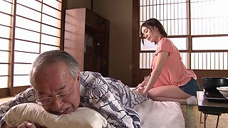 Aimi Yoshikawa specializes in pleasing older horny men