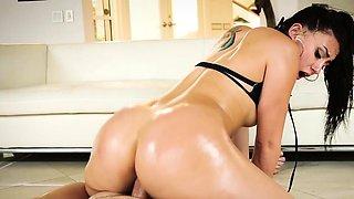 Dyked - Hot Busty Wife Alura Jensen Fucks Her New Maid