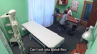 Brunette Amateur Asked Doctor For Sex