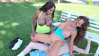 Backyard threesome bonking with two of the hottest tennis players