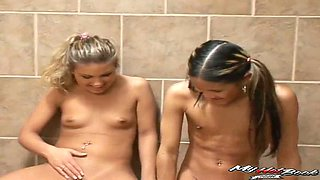 Three lesbians have sexual fun in bath