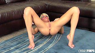 Flexible blonde hottie fucks her ass and cunt with toys