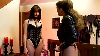 DominatrixAnnabelle 13. Playing With Her Beauty Slave