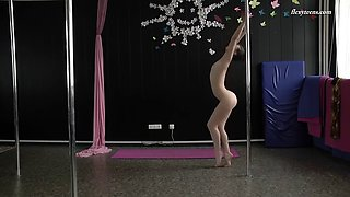 strip plastica performance by naughty tamara neto