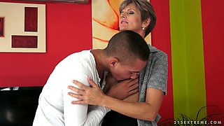 Cougar with short hair brings a guy home for a little hardcore fun
