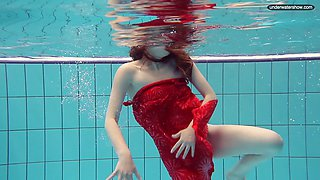 Sexy brunette college girl with white booty gets naked underwater