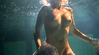 Hot fresh gingerhead teen in the dark pool shows her pussy