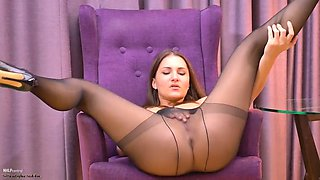 pantyhose brunette in heels masturbating