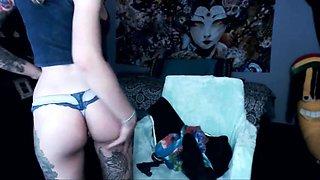 Tattooed college girl webcam girl